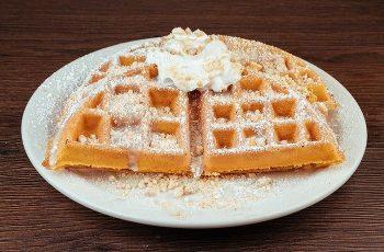 Receta de waffles de mazapán y crema de amapola